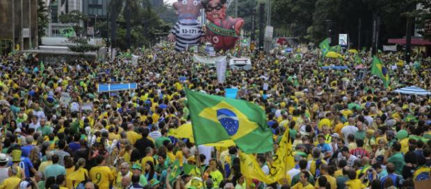 Manifestantes contra e a favor do ex-presidente Lula devem começar a sair às ruas já nesta terça-feira, dia 3.