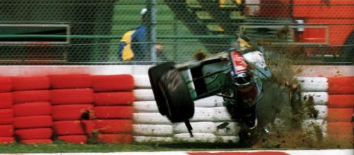 Acidente de Barrichello foi o início de um trágico Grande Prêmio