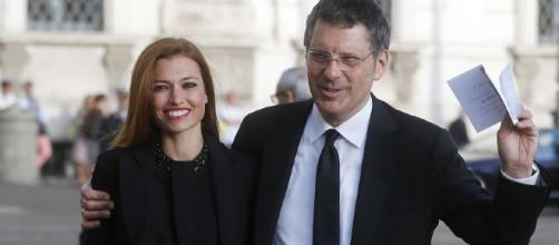 Fabrizio Frizzi: in un evento sorprende la reazione della consorte Carlotta Mantovan, la moglie