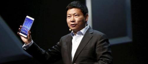 """Huawei: """"Queremos superar a Apple y Samsung en smartphones""""."""