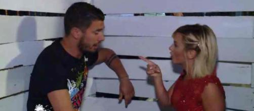 Kevin harcèle Carla dans Les Marseillais Australia, les internautes le signalent au CSA !