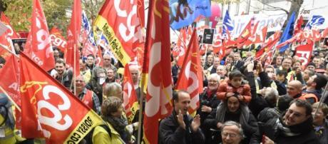 Macron face à la fronde sociale et pas seulement celle de la SNCF