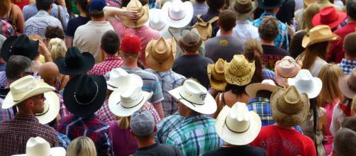 A crowd does not equal an invasion. (Image via Pixabay/Brigitte Werner)