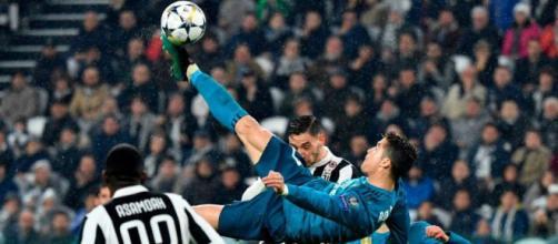 Cristiano Ronaldo hace chilena frente a la Juventus.