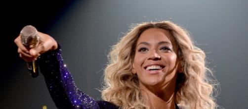 Existen ciertas sospechas de quién fue la chica que mordió a Beyonce.