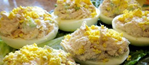 Huevos rellenos/ Huevos mimosa – Mahonesa de Mahón. Con la H o con ... - mahonesademahon.com