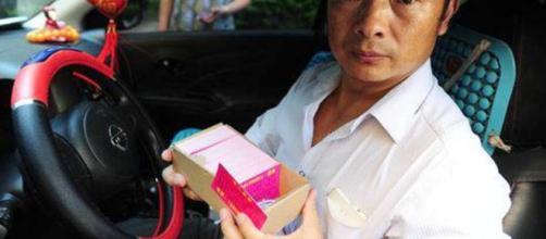 Un padre se convierte en taxista para encontrar a su hija desaparecida
