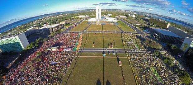 Assim como em 2016 (foto), Esplanada dos Ministérios será dividida para evitar conflitos entre os manifestantes.