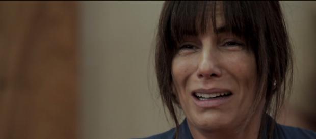Beth decide se suicidar para conseguir doar rim para Adriana em O Outro Lado do Paraíso (Foto: TV Globo)