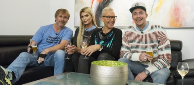 Dschungeldinner: Ansgar Brinkmann, Giuliana Farfalla, Natascha Ochsenknecht, David Friedrich - Foto: MG RTL D / picture alliance/ Daniel Schoenen