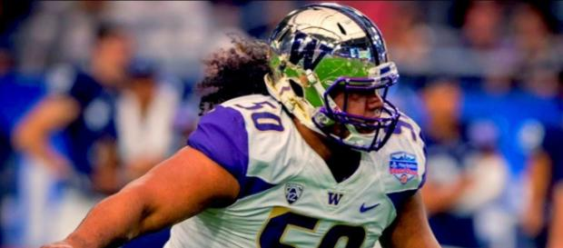 Vita Vea is being eyed by several teams. [Image via JustBombsProductions/YouTube]