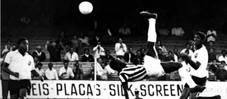 Santos lembrou um lance do Rei contra o Corinthians