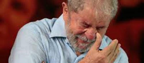 Mandato de prisão contra Lula foi expedido. (Foto internet)