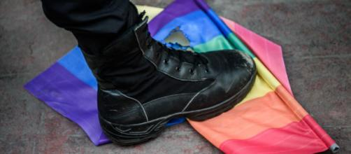 Un ragazzo gay è stato minacciato e picchiato da un gruppo neonazista nei pressi della stazione Tiburtina di Roma (Fonte: espresso.repubblica)