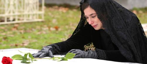 Una Vita: Teresa distrutta per la morte di Teresa.