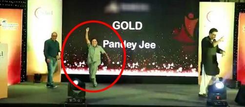 Vishnu Pandey sofreu um ataque cardíaco enquanto dançava em um palco e acabou morrendo (Crédito: Caters News Agency)
