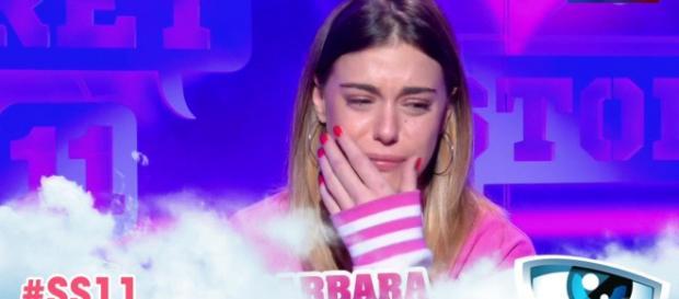 Barbara (Les Anges 10) est harcelée depuis six ans par une femme jalouse