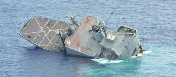 Dramatic moment U.S Navy ship is sunk - dailymail.co.uk