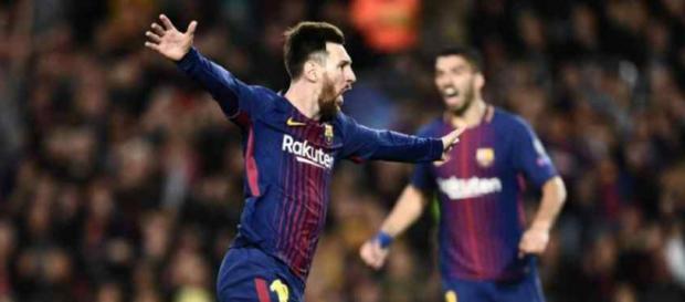 Leo Messi vai conversando com Valverde