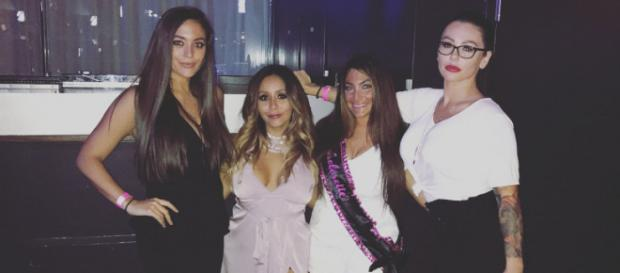 Sammi Giancola poses with her 'Jersey Shore' co-stars. [Photo via Instagram]