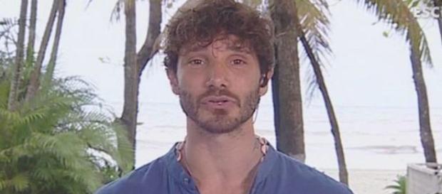 Terrore all'Isola dei famosi:killer nell'albergo di Stefano De MArtino