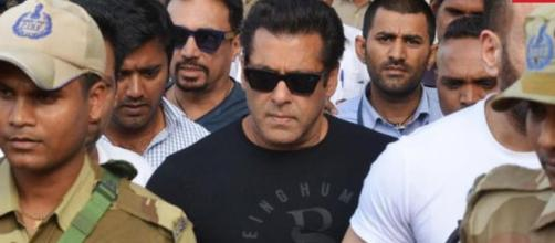 Salman is grimfaced as he leaves court-Photo- (Image credit Republic/youtube.com)