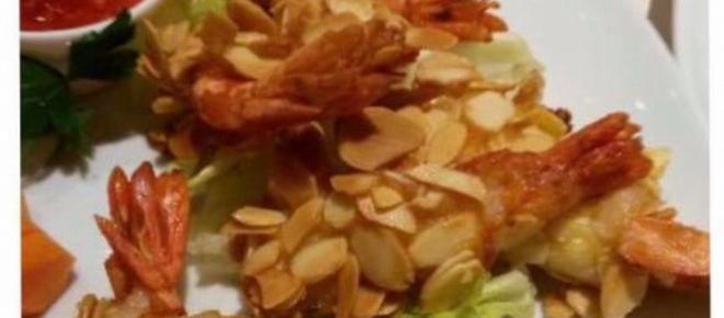 Gamberoni in tempura di mandorle
