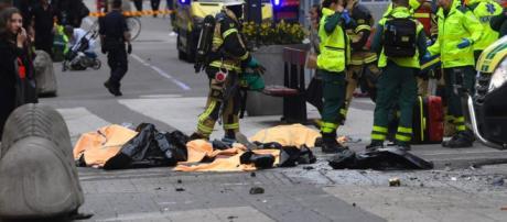 Camion sulla folla a Stoccolma in pieno centro: almeno 4 morti e ... - lifegate.it