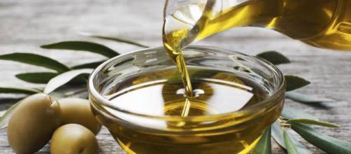 El aceite de oliva tiene muchos beneficios para mantener una vida saludable.