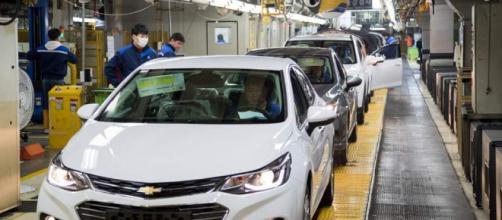 Trabajadores de GM en Corea destrozan la oficina del CEO