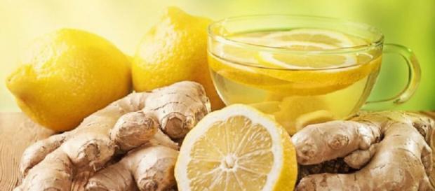 El limón y el jengibre tienen muchas propiedades que ayudan a la salud y también son desintoxicantes efectivos