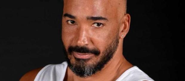 Isola: Amaurys Perez ha un malore
