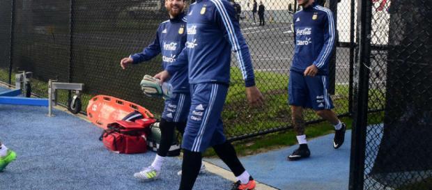 Messi practica sin problemas, pero a Icardi lo cuidan - clarin.com