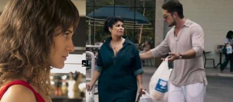 Clara demite Janete e arma plano para detonar Renato