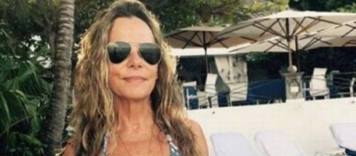 Bruna Lombardi de férias na Jamaica arrasa com biquíni fio-dental