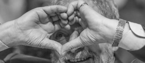 Lula, ladrão, roubou meu coração': o bordão que embala a pré ... - com.br