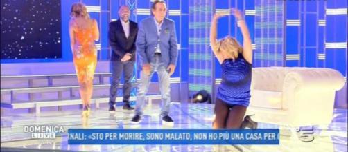 Nadia Rinaldi: ecco perchè Barbara D'Urso non le ha abbassato il vestito.