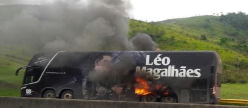 Sertanejo não estava no veículo, na hora do incidente; ninguém se feriu, segundo assessoria