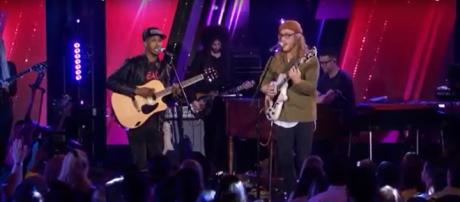 Dennis Lorenzo brought his heart and his guitar with a hole to create magic on 'American Idol' with Allen Stone, Screencap AmericanIdol/YouTube
