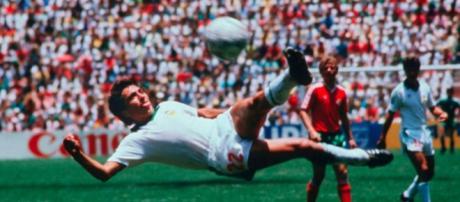 Manuel Negrete, en semifinales por el Mejor Gol de los Mundiales ... - com.mx