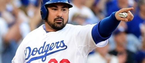 En Sunday Night Baseball, el primera base manejó cuatro carreras con un swing del bate.