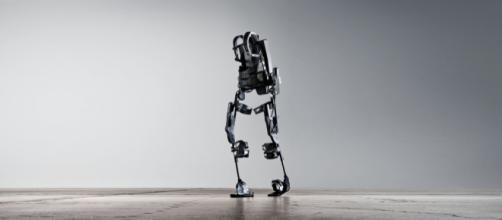 Exoskeleton full body suit. - [Image via: Ekso Bionics on Fickr]