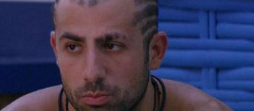 Kaysar fala do horror da guerra (Foto internet)