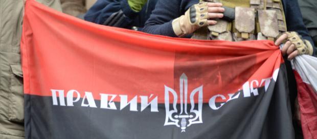 Czarno-czerwone flagi są coraz częściej spotykane w ukraińskich miastach.