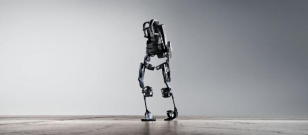 Exoskeleton full body suit. - [Image via: Ekso Bionics on Fickr]