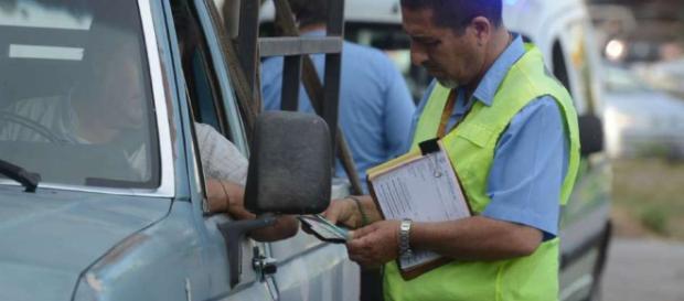 Ley de tránsito: seis razones por las que te van a retener la ... - com.ar
