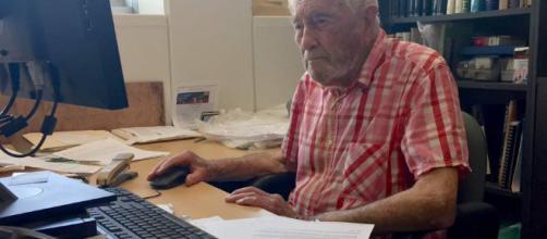 David Goodall, scienziato di 104 anni, non è malato ma ha scelto il suicidio assistito in Svizzera.