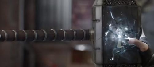 El martillo de Thor MCU Avengers 3
