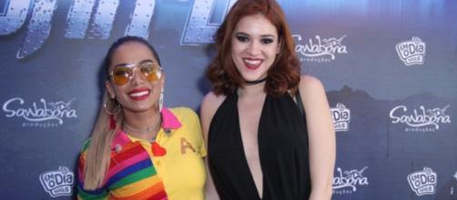 Ex-BBB Ana Clara aproveita show de Anitta ao máximo