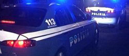 Genitori ubriachi dimenticano il figlio di 6 anni in auto